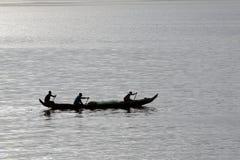 钓鱼浮游物的非洲渔夫 免版税库存图片