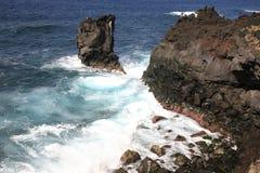 钓鱼海浪在亚速尔群岛 图库摄影