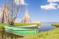 钓鱼海港在Izbica村庄  库存图片