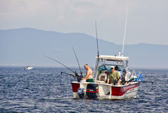 钓鱼湖体育运动的champlain downriggers 库存图片