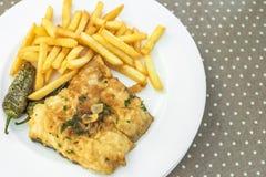钓鱼用在板材, Siurana, Catalunya,西班牙的炸薯条 特写镜头 库存图片