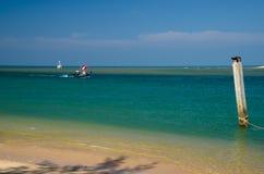 钓鱼的渔船在海 免版税库存图片