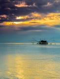 钓鱼的高跷房子 免版税库存图片