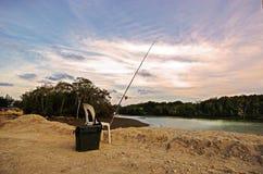 钓鱼竿、椅子和鱼设备 免版税库存图片