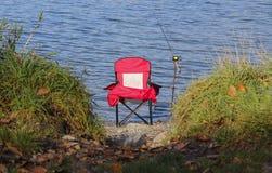 钓鱼竿和椅子 免版税图库摄影