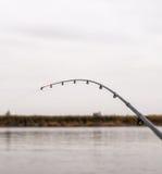 钓鱼竿在河的背景打翻 库存照片