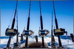 钓鱼竿的汇集在一条小船的在加勒比 库存图片
