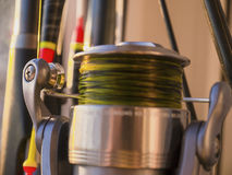 钓鱼竿,浮游物和钓鱼卷轴特写镜头 免版税库存照片