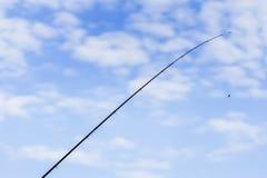 钓鱼竿,蓝天,白色云彩,复制空间 免版税图库摄影