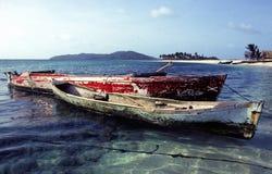 钓鱼老二的小船非常破旧 免版税图库摄影