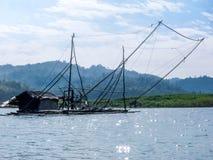 钓鱼老河的小船木 库存图片