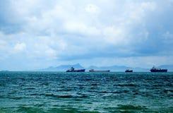 钓鱼老海运的小船 免版税库存图片