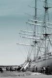 钓鱼者和帆船 免版税库存图片