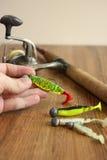 钓鱼诱剂、标尺和卷轴 免版税库存照片