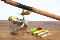 钓鱼诱剂、标尺和卷轴 库存照片