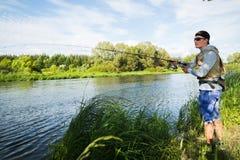 钓鱼转动在一条美丽的河 库存照片