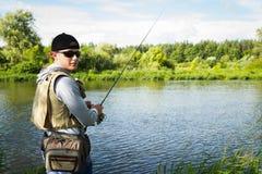 钓鱼转动在一条美丽的河 免版税库存照片