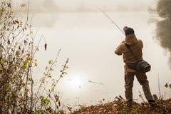 钓鱼转动在一条美丽的河 免版税图库摄影