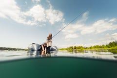 钓鱼从小船 免版税库存图片