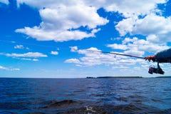 钓鱼从小船 库存图片