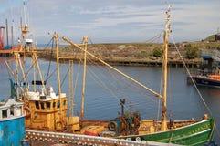 钓鱼girvan苏格兰拖网渔船的小船 库存图片