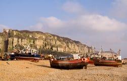钓鱼hastings的海滩小船 免版税库存图片