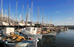 钓鱼kalamata的小船 免版税库存图片