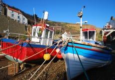 钓鱼staithes的小船 库存图片