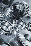 钛和钢齿轮和滚珠轴承 免版税库存照片