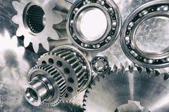 钝齿轮和滚珠轴承在钛 库存图片