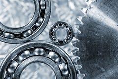 钝齿轮和滚珠轴承在钛 免版税库存照片