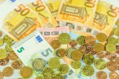 钞票和硬币在欧元 免版税图库摄影