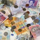 钞票和硬币 免版税图库摄影