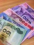 钞票和硬币 免版税库存照片