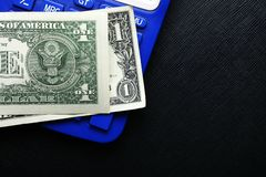钞票和计算器 图库摄影