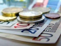钞票硬币欧元货币 免版税库存照片