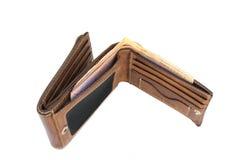 钞票顶视图与在白色背景隔绝的老棕色皮革钱包的 库存照片