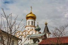 钟楼和圣迈克尔教会的被镀金的圆顶曲拱 库存图片