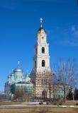 钟楼和教会在一个修道院里在Diveevo 图库摄影