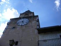 钟楼在意大利村庄 免版税图库摄影