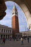 钟楼指示st威尼斯 免版税库存图片