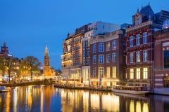 钟楼是其中一种吸引力在花市场附近在阿姆斯特丹,荷兰 免版税库存照片