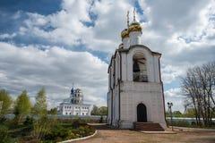 钟楼的接近的看法在圣尼古拉(Nikolsky)修道院的 图库摄影