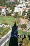 钟楼的阴影伯克利的,加利福尼亚 免版税库存照片