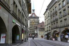 钟楼通过脚手架是可看见的 免版税库存照片