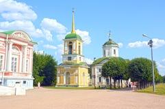 钟楼 1792位建筑师米罗诺夫,圣洁十字架的Dikushin寺庙 救主1737-39 免版税库存图片