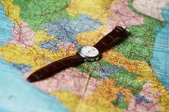 钟盘地球皮箱减速火箭的时间旅行 免版税库存图片