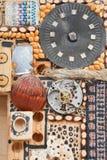 从钟表机构和自然物的装饰品 免版税库存图片