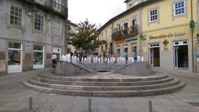 水钟/手表喷泉在卡约埃尔考斯de Valdevez葡萄牙村庄  免版税库存照片
