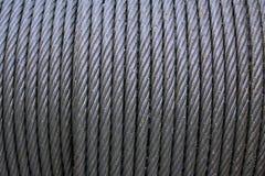 钢丝绳吊索或缆绳吊索在起重机卷轴鼓或起重机绞盘卷举的机器在重工业 钢缆绳 库存照片